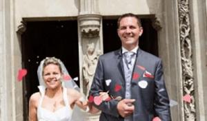 mariage-un-homme-et-une-femme-devant-l-église-sainte-céronne-au-perche