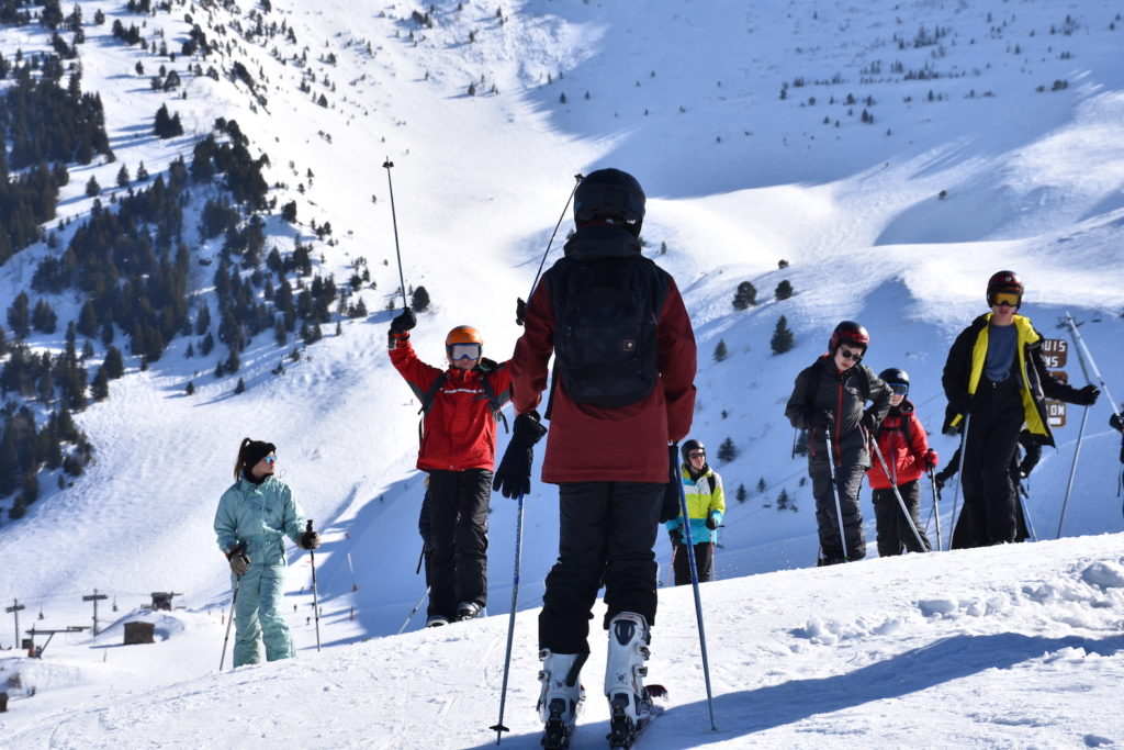 enfants-faisant-du-ski